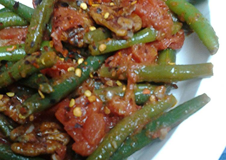 Spicy green beans, tomatoes,  and pecans