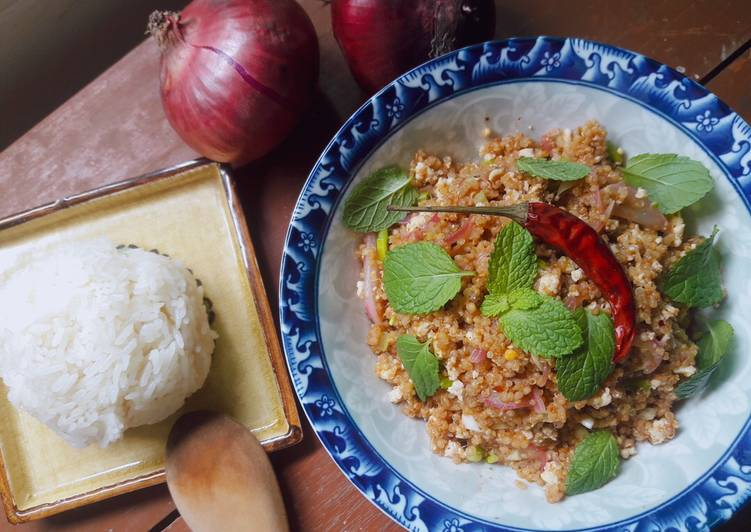 Thai Laab with chicken breast and quinoa