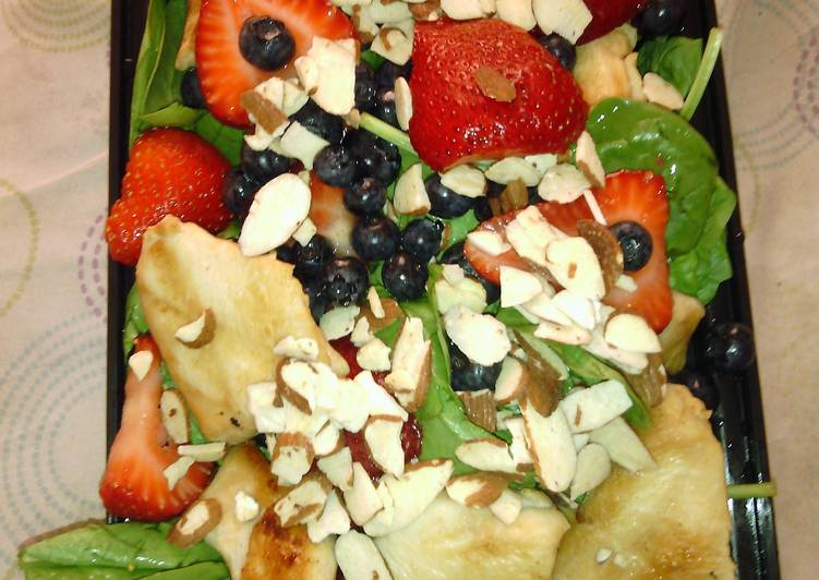 "Better than ""that red haired girl"" Chicken Berry Almond Salad"
