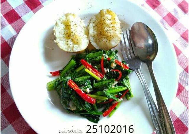 Kentang rebus+tumis sawi hijau (GMdiet day 2)