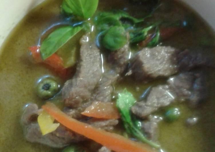 Gang keaw wann nue or green curry beef.