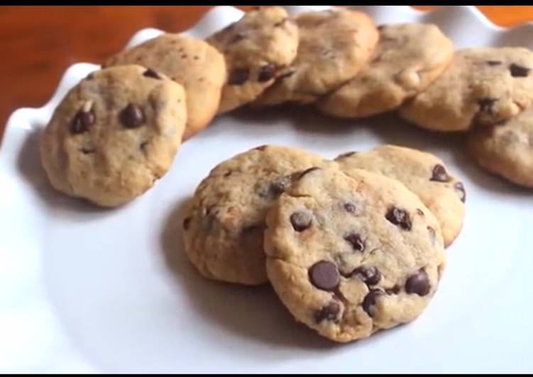 Easy chocolate chip cookies with only 5 ingredients