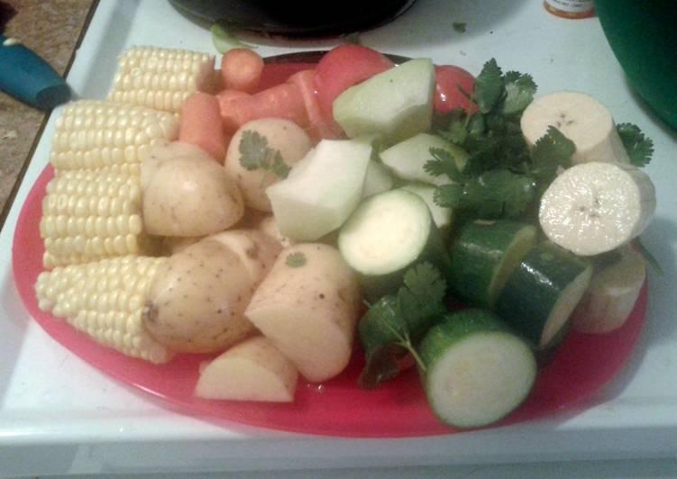 Caldo de pollo ( carribean style chicken soup/stew)