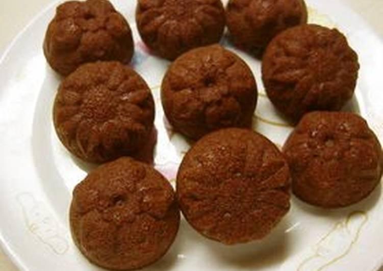 Use Up Egg Whites Making Mini Cakes