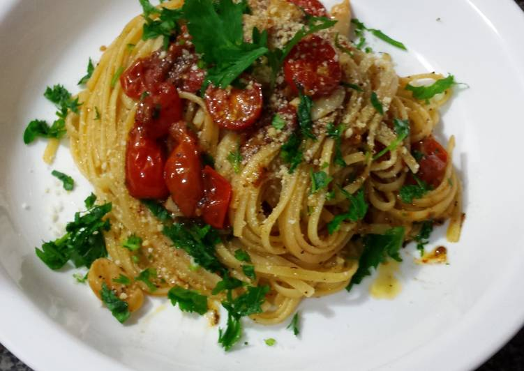 Oven Roasted Garlic and Tomato Pasta
