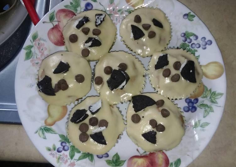 Chocolate chip Oreo cookies cupcakes