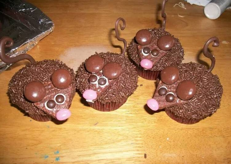 Mouse Invasion Cupcakes