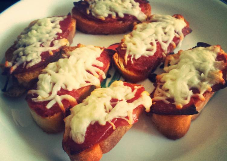 Pepperoni Pizza Crostini