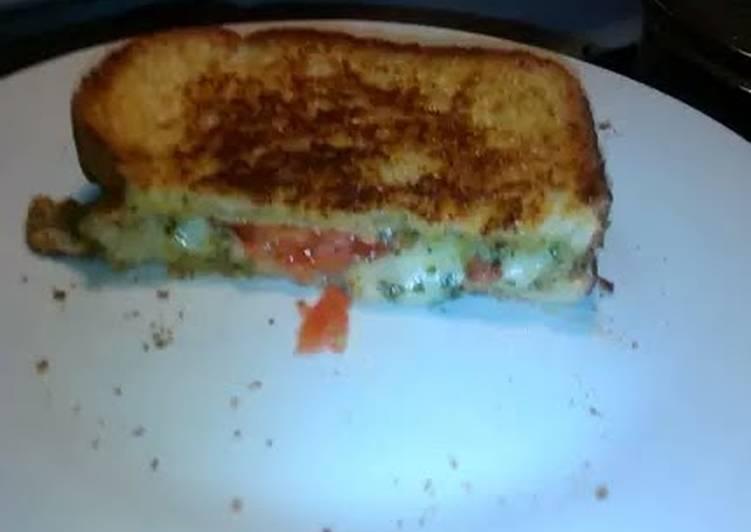 Grilled Cheese with pesto & mozzarella
