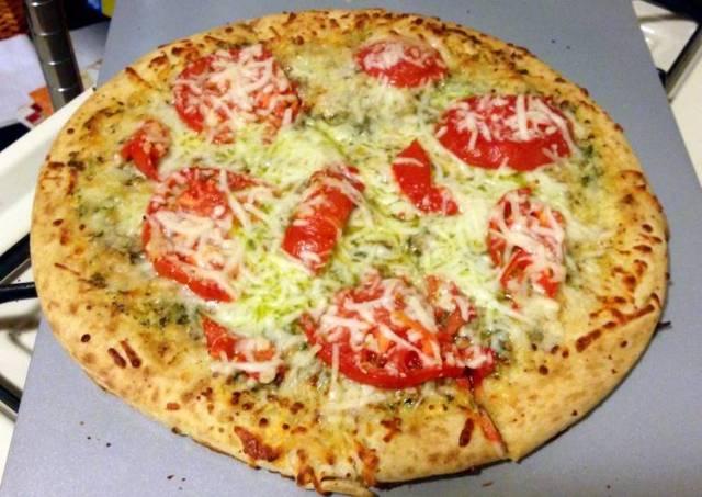 Quick & Easy Tomato Pesto And Mozzarella Pizza