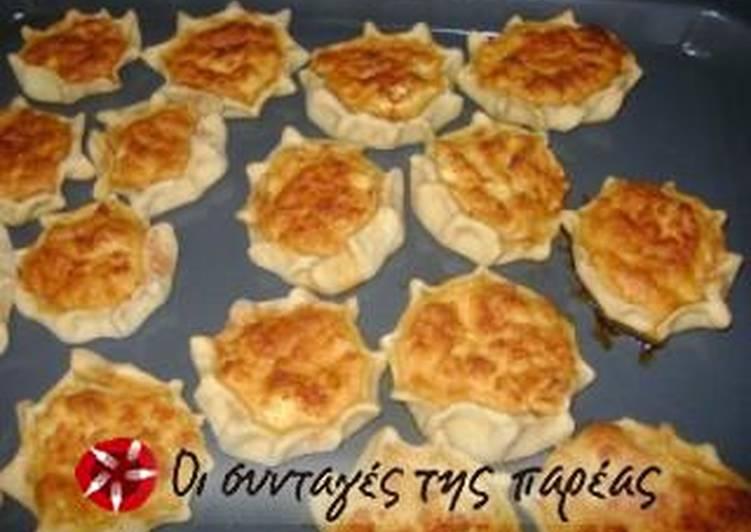 Easter lihnarakia (sweet cheese pies)