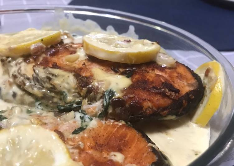 Pan fried Salmon with creamy sauce