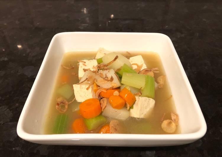 Vegetables Soup (Indonesian vegetarian soup =Sup Tahu)