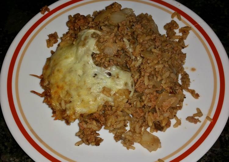 Super Easy Ground Beef & Rice Casserole