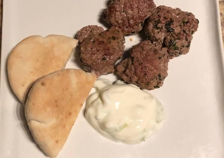 Keftas d'agneau à la sauce au yaourt
