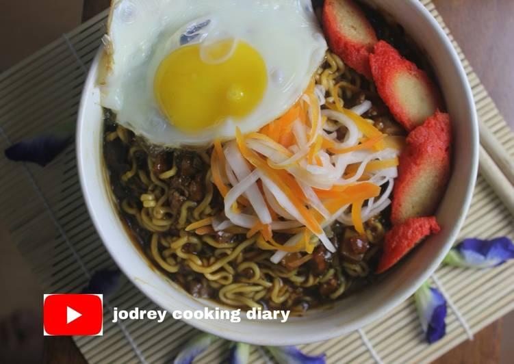 Jjangjjang Myeon Versi Vegetarian dengan Bumbu Daun Xiangchun. Yummy!