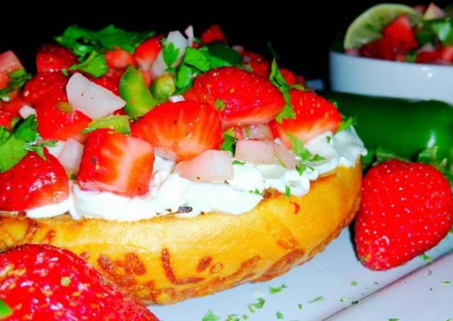 Mike's EZ Strawberry Jalapeño Salsa