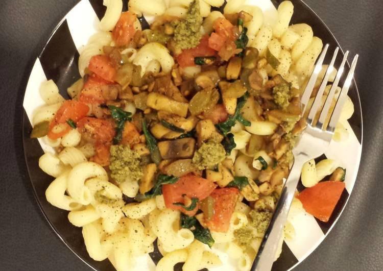 Vegetarian Pesto Pasta!