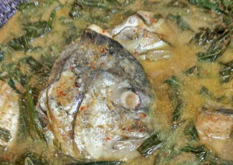 Ikan gulai daun singkong