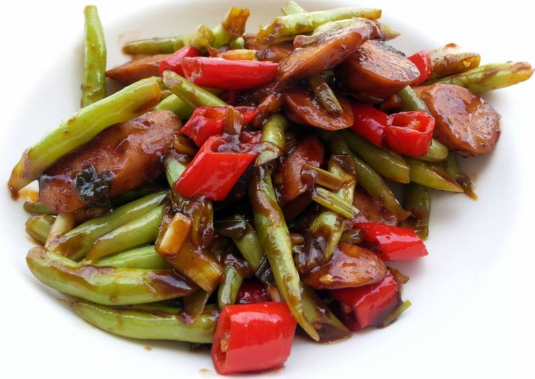Green Bean And Sausage In BBQ Sauce