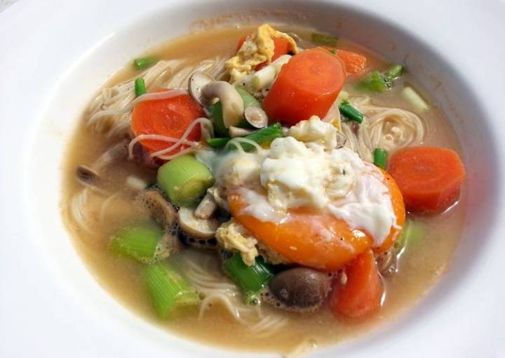 LG EGGS AND MISUA SOUP ( TAIWANESE NOODLE DISH ) MEATLESS
