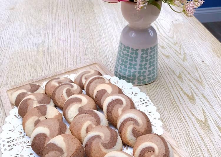 Vanilla & Chocolate butter swirl shortbread cookies