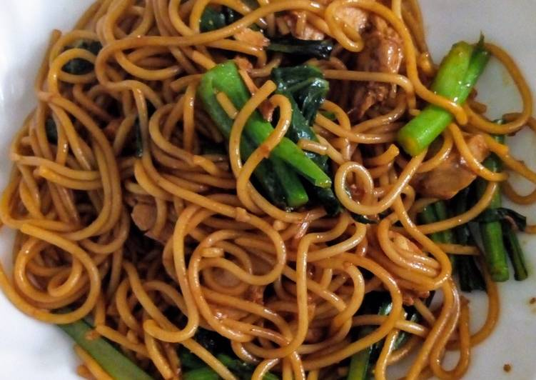 Simple Indonesian Fried Noodle or Pasta