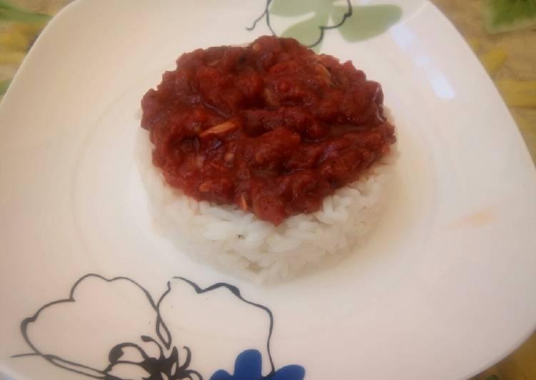 Riz à la sauce tomate
