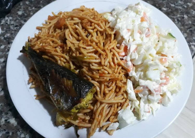 Spagetti with salad and fried fish