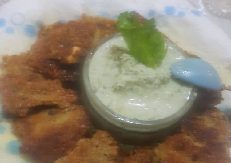 Veg fritters with green chutney