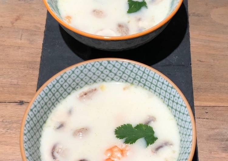 Tom Khai Kai (Soupe Thaï aux crevettes)