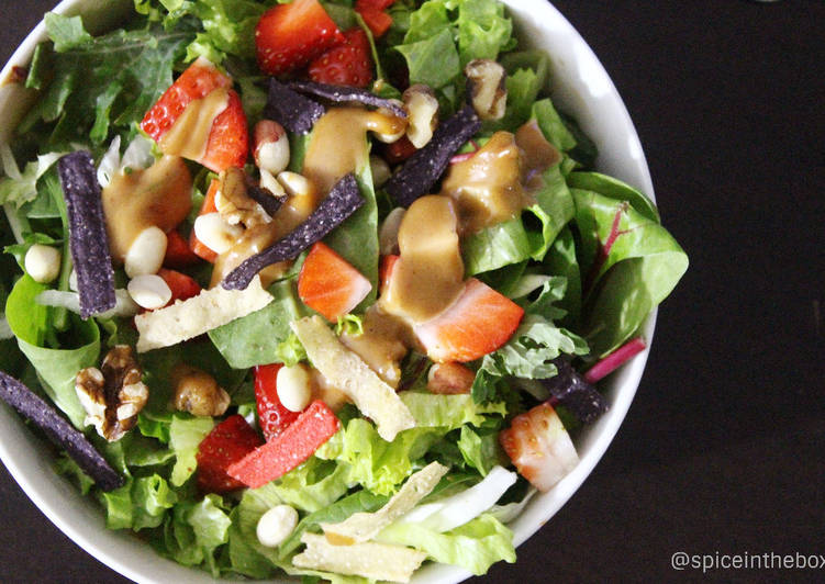 Green Leaf Lettuce with Roasted Peanuts