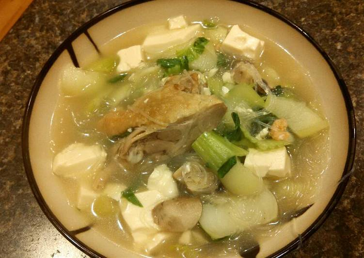 Bok choy and silk tofu soup (with duck meat) 青菜豆腐鸭肉汤