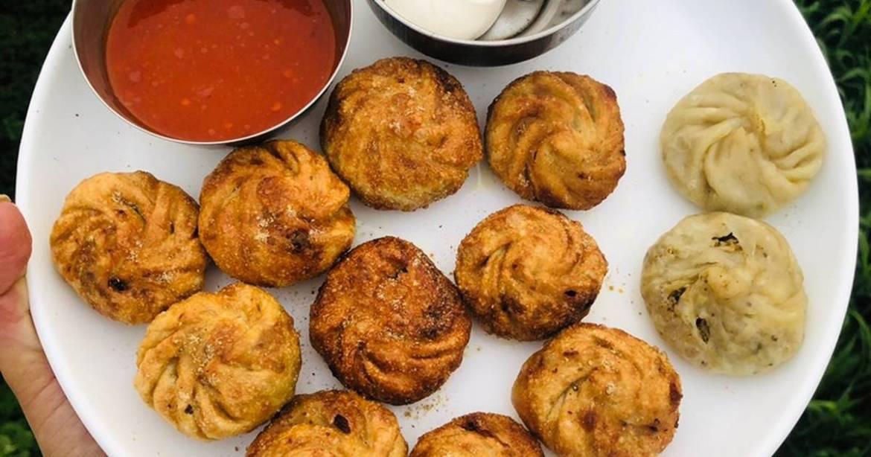 व्यक्ति ने ठेले से खाए चिली सॉस से भरे मोमोज, रात को अचानक धमाके के बाद फट गया पेट