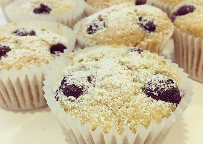 Vegan Blueberry and Almond Cupcakes