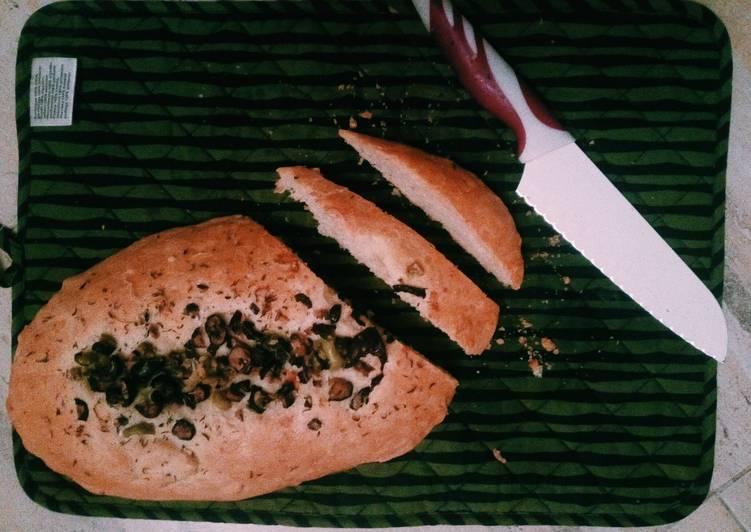 Italian bread with olives and fresh oregano🇮🇹🍞🌿