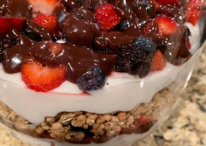 Yogurt, Granola, Fruit & Fudge Christmas Delight