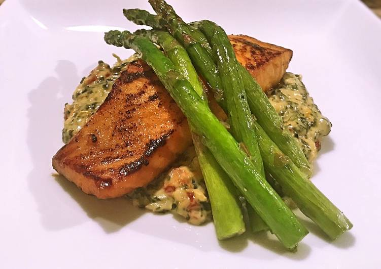 Salmon with Tuscan creamed spinach and asparagus