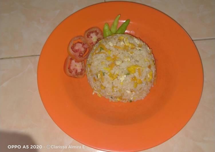 Nasgor sayur telur