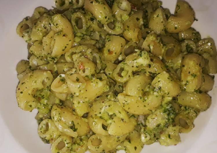 Pesto pasta with mint and coriander