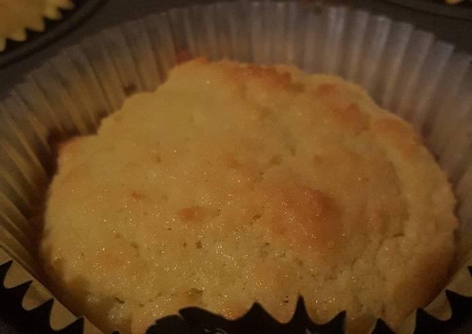 Easy (gluten free) Vanilla Coconut Flour Cupcakes