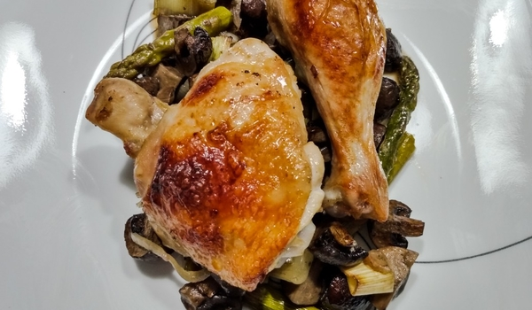 Chicken, mushroom, asparagus and leek tray bake