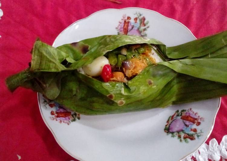 Grilled rice in banana leaves #Asia food