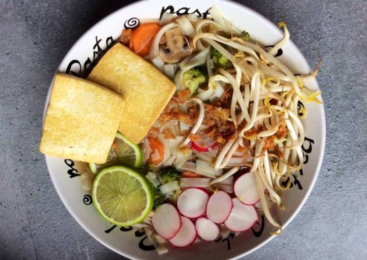 Vegan Pho (Vietnamese noodle soup)