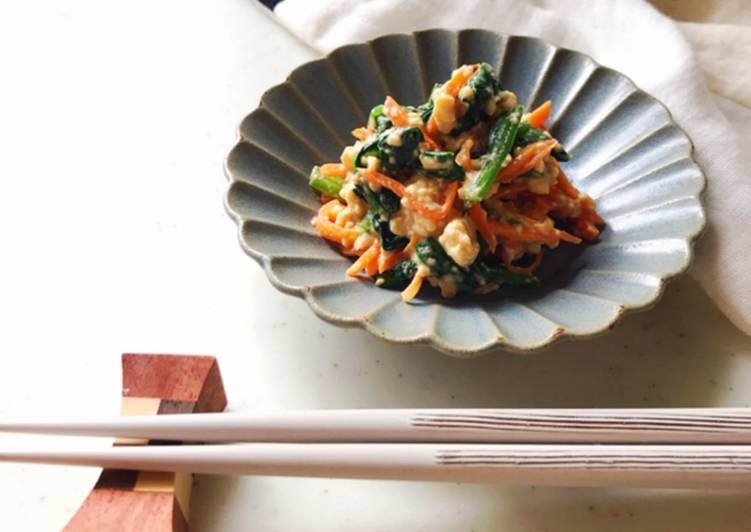 "Sugar-free.Spinach and carrot salad dressed with ""Tofu"" and ""Amazake"""