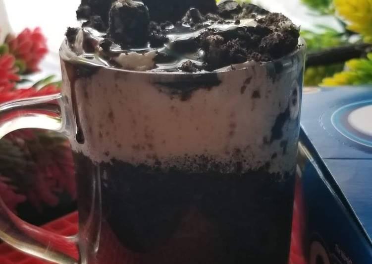 1 min Oreo mug cake