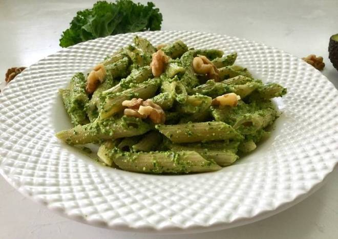 Vegan kale and avocado pesto pasta