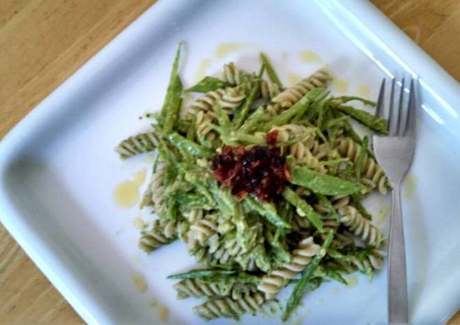 Avocado pesto Brown rice Fusilli