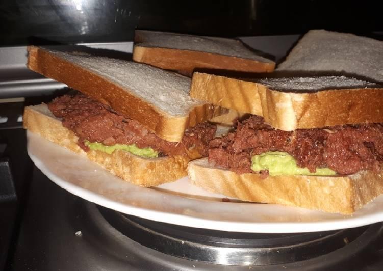 Avocado and corned beef sandwich