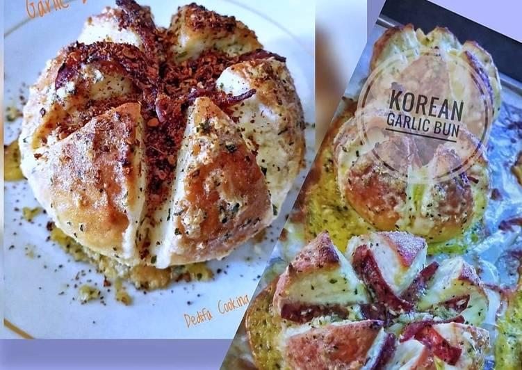 Korean Garlic Bun with Pepperoni & Chili Flakes